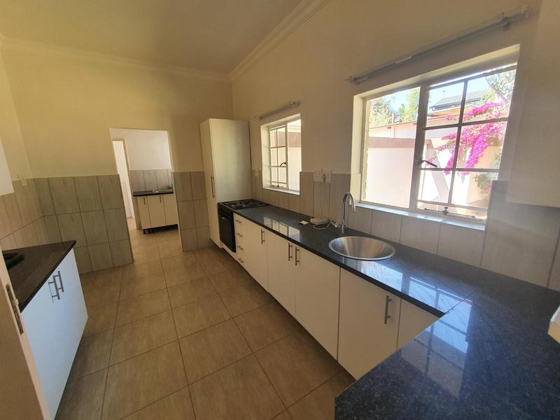 Property For Rent in Waterkloof, Pretoria 14